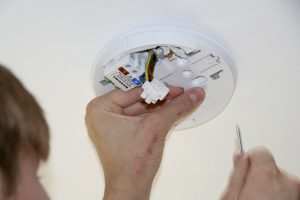 Tectonic smoke detector